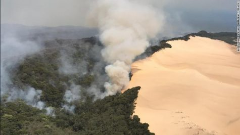 Fraser Island in the midst of massive bush fire, Australia seeing record heat